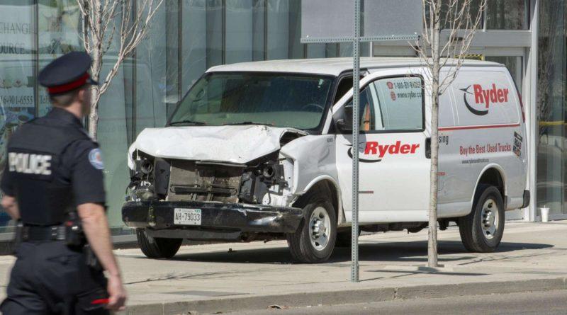 Furgone travolge passanti a Toronto, 10 morti