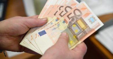 Euro peggiora, ai minimi da novembre