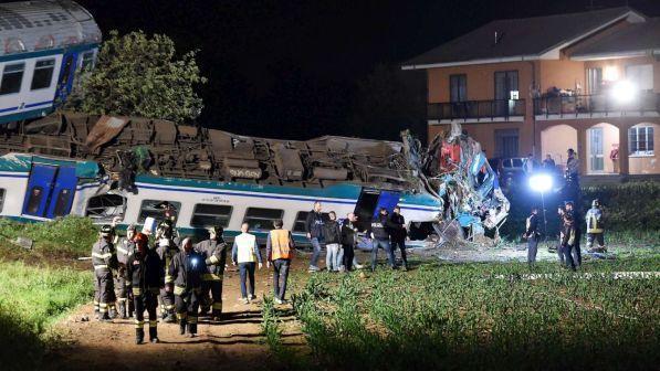 Torino, treno deragliato dopo urto con tir: autista del camion indagato per disastro ferroviario