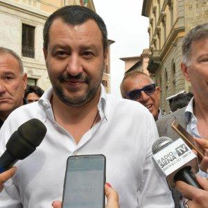 Salvini contro i vaccini: 'Dieci sono inutili e dannosi'