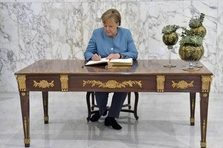 Spiegel: per Merkel è il tempo della fine
