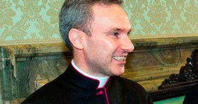 Vaticano: Mons. Capella condannato a 5 anni per pedopornografia