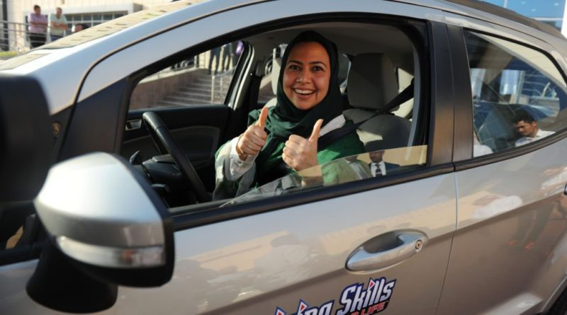 Arabia Saudita, fine di un tabù: Da oggi le donne potranno guidare un'auto