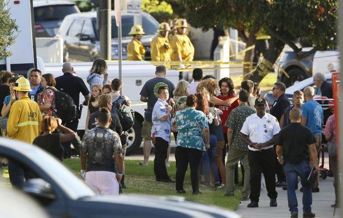 Los Angeles, si barrica in market e uccide donna