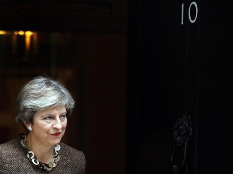 Brexit: bozza d'accordo, May convoca il governo oggi
