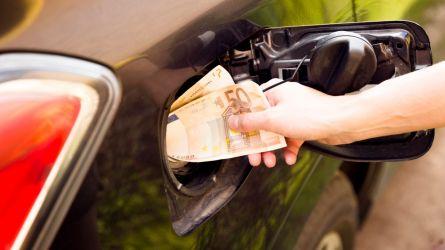 Prezzo del petrolio e accise, la benzina a 2 euro al litro…