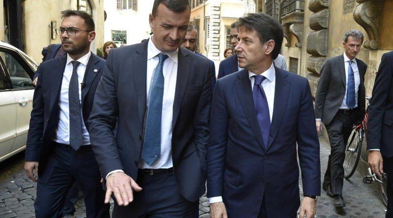 """Casalino: """"Diffusione illecita"""". Conte: Piena fiducia in Rocco"""