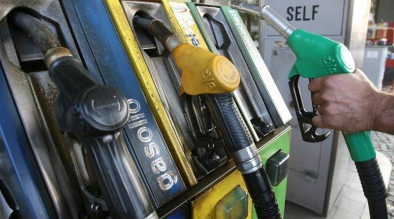 Sale il prezzo del petrolio: doppia stangata per le famiglie