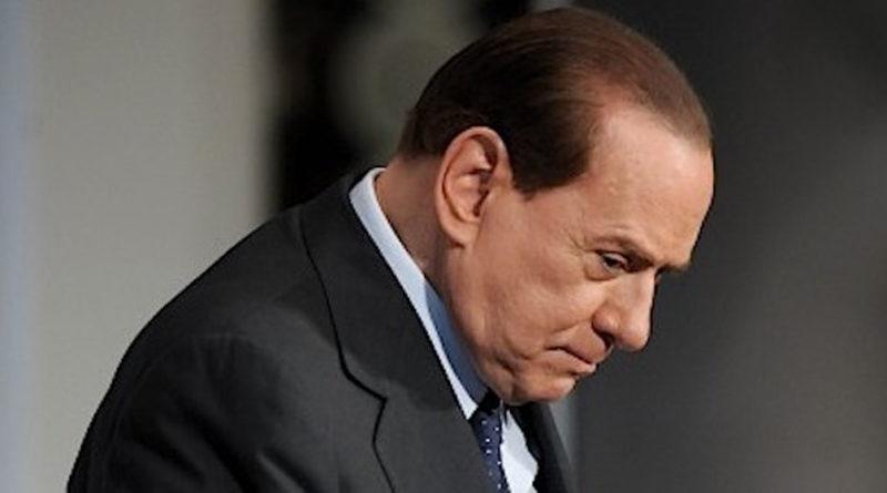 Escort, Berlusconi rinviato a giudizio: Pagò Tarantini per mentire