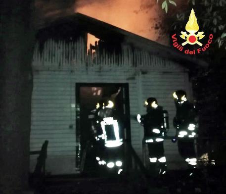 Incendio vicino a sede volontariato a Mestre, due morti