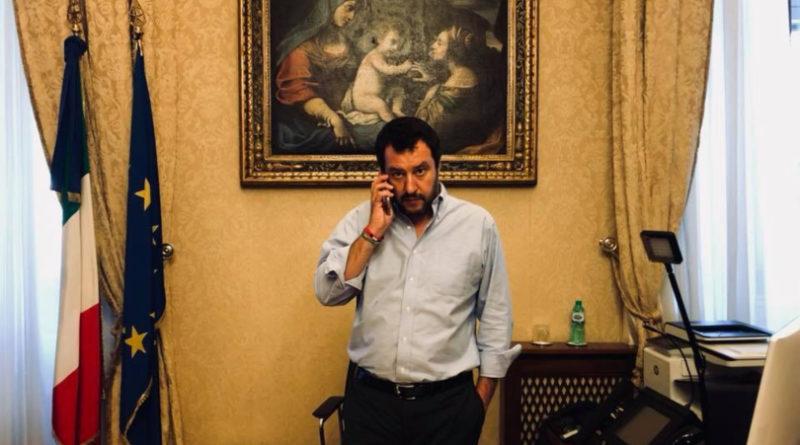 Matteo Salvini tra ruspa e passerella