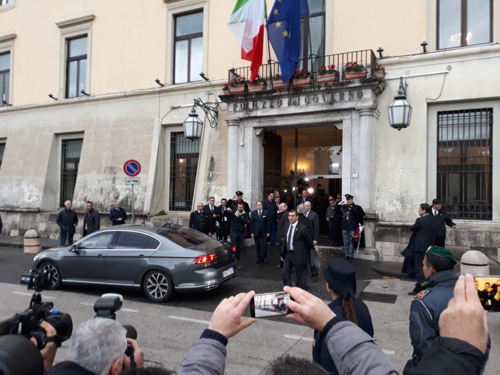 Salvini Saluta i suoi elettori