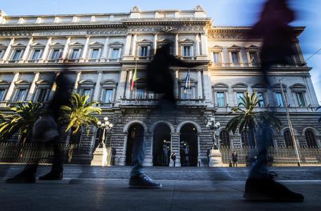 Bankitalia taglia le stime del Pil 2018 a 0,9% dall'1,2%