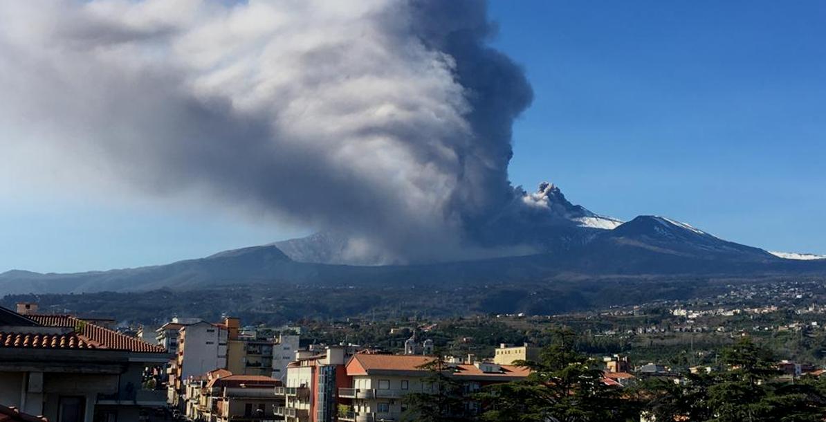 """Etna, Coldiretti: """"Torna incubo, 8 mesi di cenere su campagne"""""""