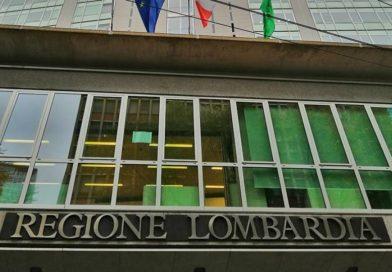 La Regione Lombardia cancella il provvedimento per il sostegno ai migranti extracomunitari. È polemica con Pd e M5s