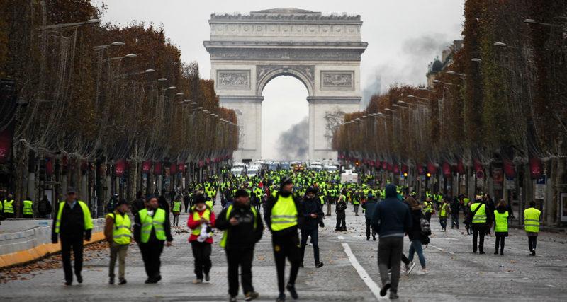 Gilet gialli e il 'mea culpa' di Macron