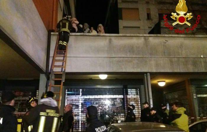 Reggio Emilia, incendio in un palazzo: morti due coniugi, gravi due bimbe