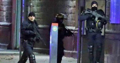 Il killer di Strasburgo ucciso in un blitz nel suo quartiere. L'Isis: 'Era uno di noi'