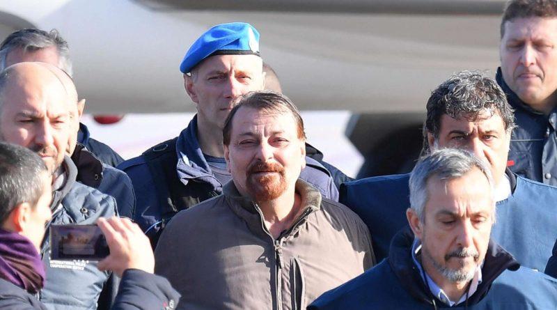 """Cesare Battisti: """"Ho ucciso quattro persone, ho fatto del male chiedo scusa"""""""