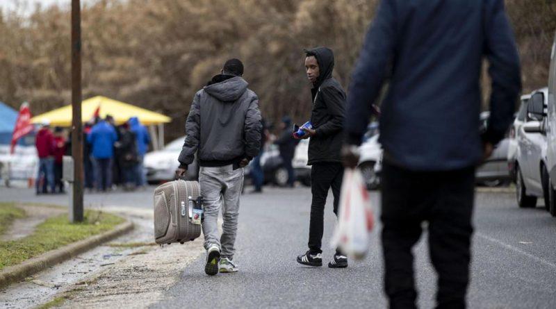Migranti: oggi nuovi trasferimenti da Cara Castelnuovo