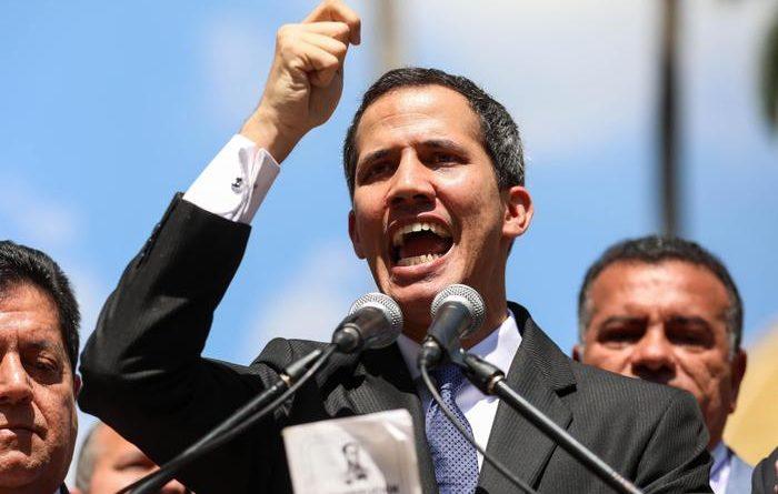 Venezuela, Guaidò si proclama presidente: sì di Trump. Maduro: E' colpo di Stato