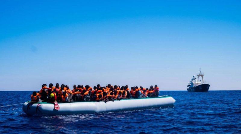 Ong di nuovo in mare: Sea Eye cambia il nome della barca e riprende il largo. Salvini: in Italia non sbarca