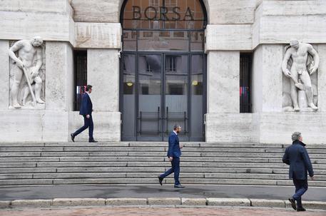 Borsa, Piazza Affari apre in ribasso del 3,5%