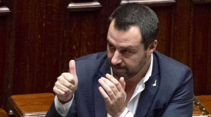 Migranti, Salvini sull'Ong: 'La nave dei centri sociali non entra nei porti italiani. Non siamo fessi'