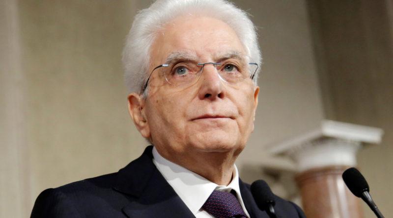 """Quirinale, Mattarella a Papa Francesco: """"Umanità guarda con aspettativa sua instancabile opera"""""""