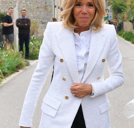 Brigitte Macron torna a insegnare