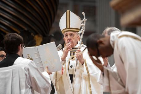 Notre-Dame: Macron invita Papa Francesco a Parigi