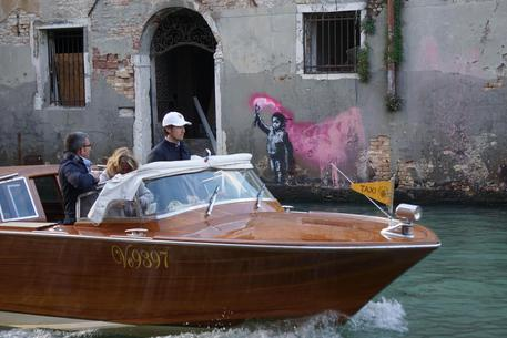 Venezia, 'Naufrago bambino' è di Banksy