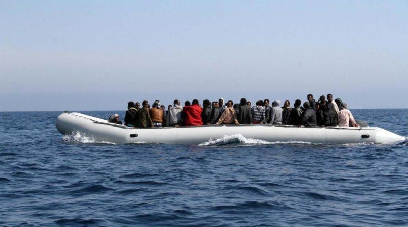 Migranti: a Crotone sbarcanon 54 pakistani, arrestati 2 scafisti