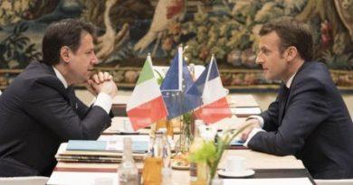 """Conte vede Macron. Prove di dialogo con l'Ue ma ribadisce: """"Nessuna manovra correttiva"""""""