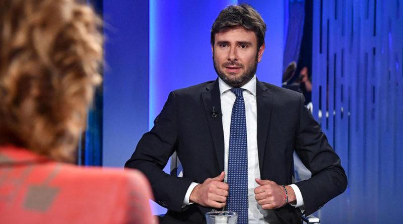"""M5s, Di Battista: """"Se il governo cade, mi candido"""""""