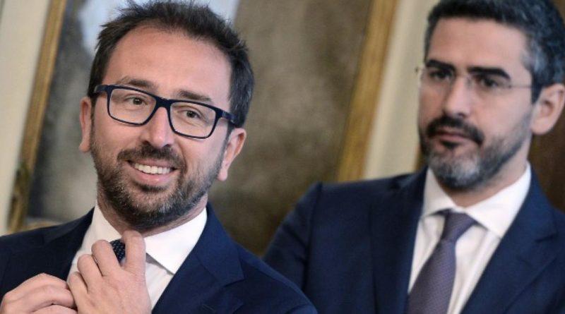 "Fraccaro-Bonafede: ""Accordo con Renzi e Boschi è bufala Lega"""