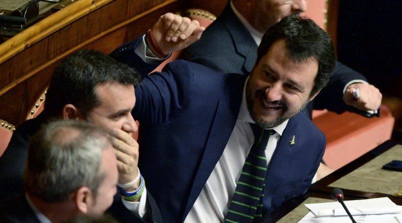 """Salvini: """"Non e' libero chi ha paura del giudizio del popolo. Se Governo cade colpa dei continui no"""""""