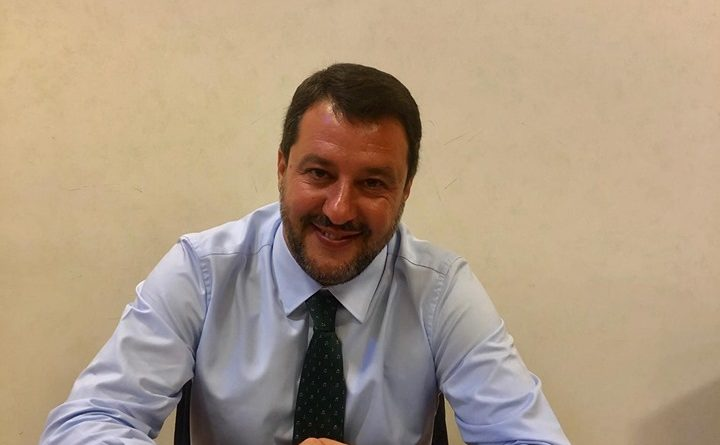 """Manovra e Salvini: """"Vogliamo tagliare le tasse e aiutare gli italiani"""""""