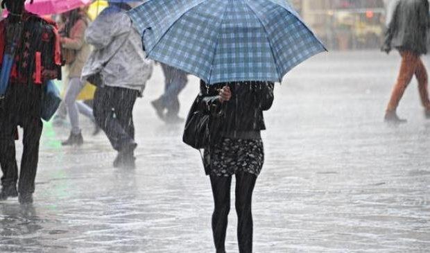 METEO,  nuova perturbazione sull'Italia, tornano PIOGGIA, NEVE e temporali