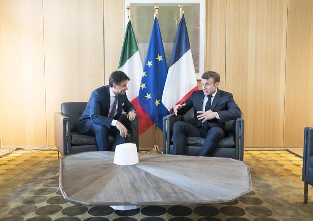 Migranti, la proposta di Conte a Macron: 'Rotazione dei porti'