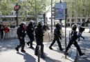 Parigi blindata, gilet gialli in azione, scontri sugli Champs-Elysees