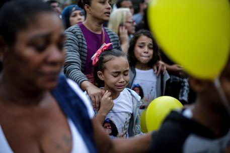 Brasile: muore bimba di 8 anni, 'colpita alla nuca dalla polizia'