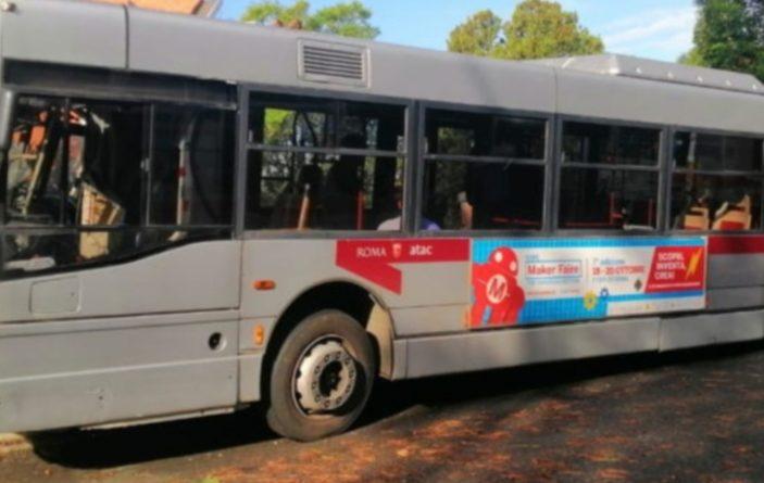 Autobus contro un albero a Roma : 14 feriti, 5 in codice rosso