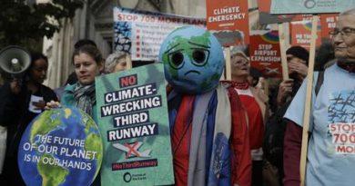 Londra, ambientalisti cacciati dai passeggeri nella metro