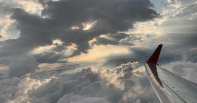 Atterraggio di emergenza per un Boeing 737: segnalata la presenza di un ordigno a bordo