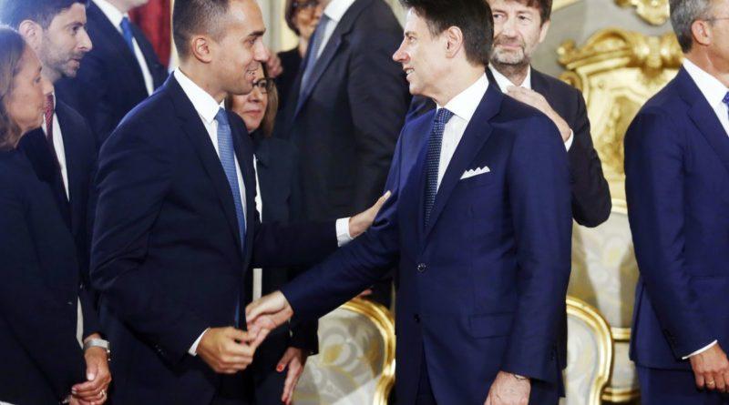 """Rivolta nel M5s contro Di Maio. E lui attacca Conte: """"Lì ti abbiamo messo noi"""""""