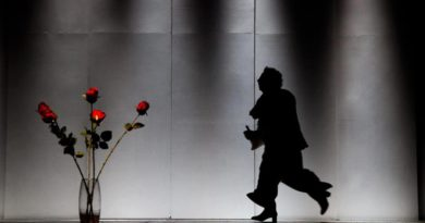 Il 25 ottobre 2019, h. 21:00, al  Teatro Bellini di Napoli in scena  'Le cinque rose di Jennifer',   di Annibale Ruccello con Daniele Russo e Sergio Del Prete