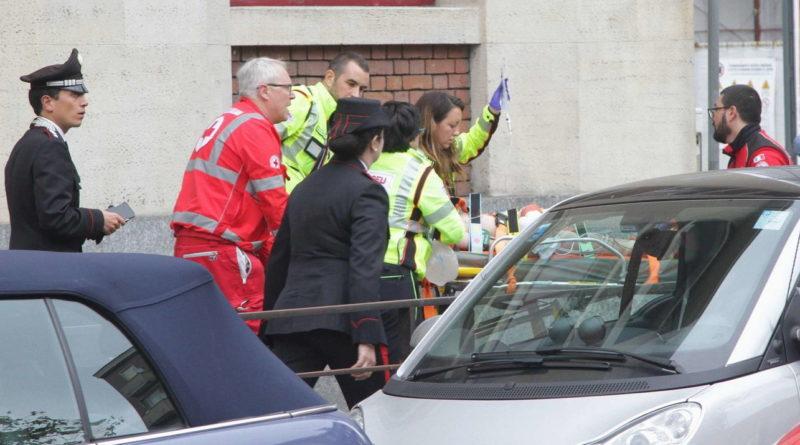 Milano, bimbo di sei anni precipita nella tromba delle scale a scuola: è grave