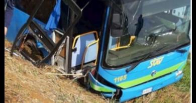Milano. Bus con bimbi esce di strada, strage sfiorata
