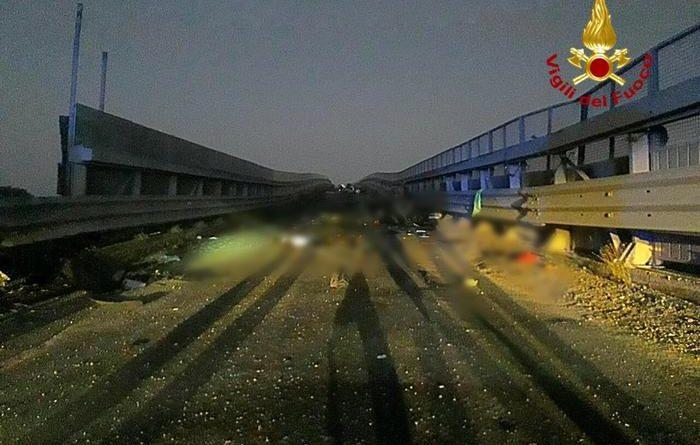 Catania. Auto si schianta contro un guard rail dopo la discoteca: morti quattro giovani